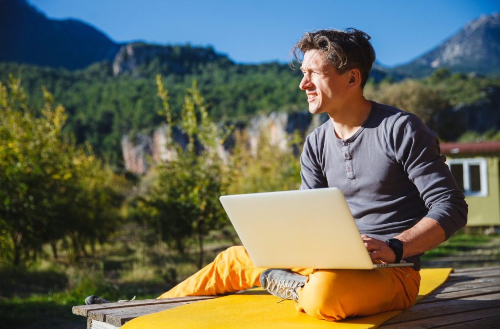 7 tips on how to manage freelance workers remotely